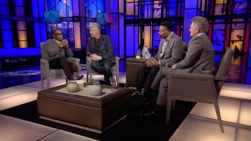 men discussing leadership